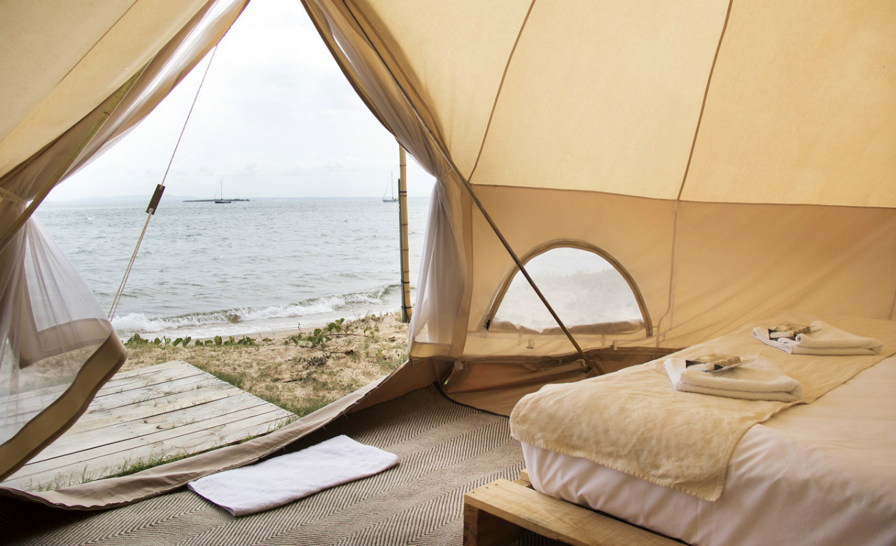Flash C& Pop-Up Hotel From Glam C&s to Canvas Hotels & bell tents Archives - A Modern Wayfarer