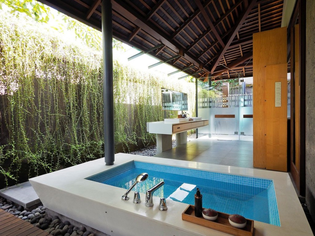 My favourite bali outdoor bathrooms a modern wayfarer for Outdoor pool bathroom ideas