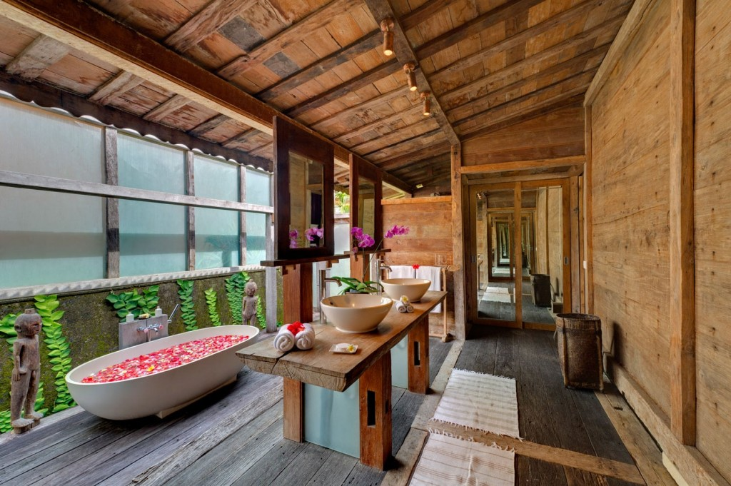 villa ombak laut bali outdoor bathrooms