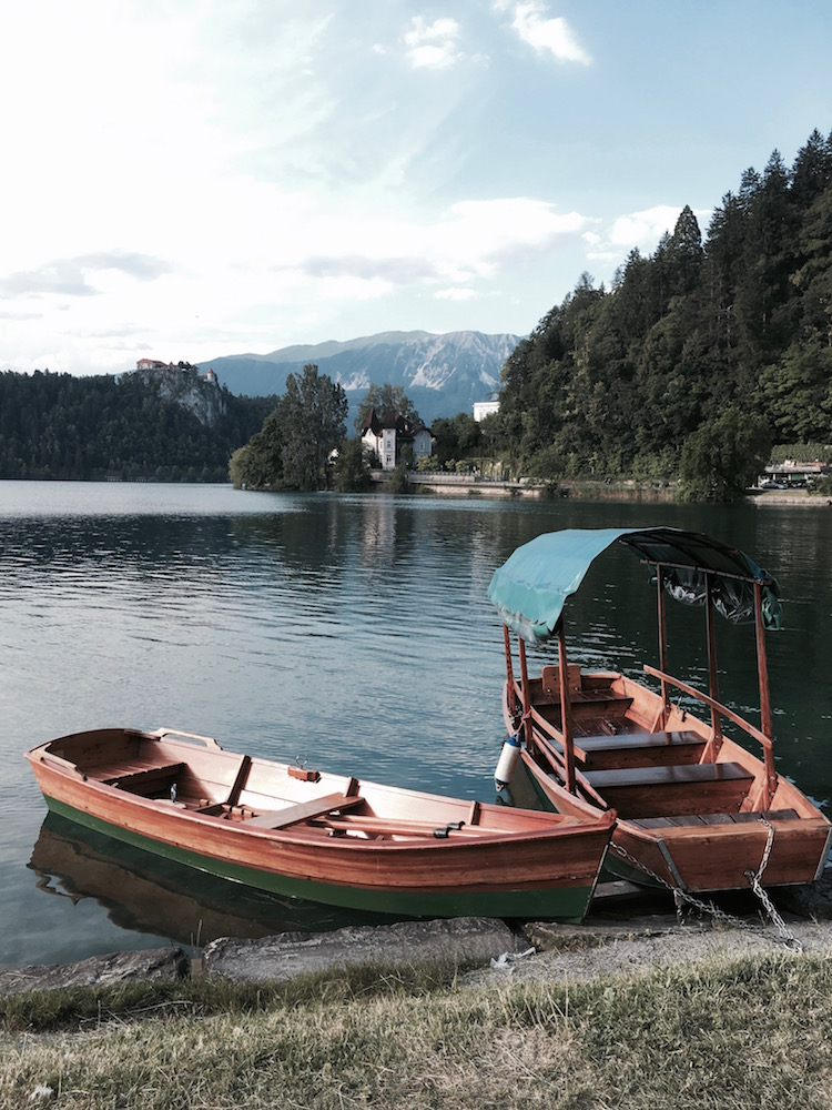 summer-in-lake-bled-canoe