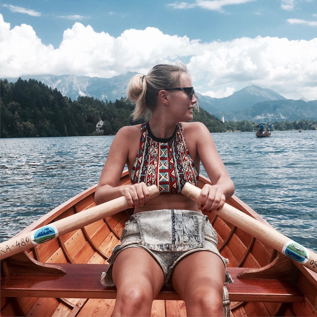 summer-in-lake-bled-rowing
